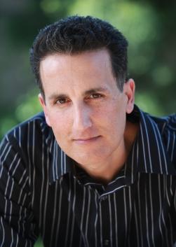 Rich Amooi -Author Photo.jpg